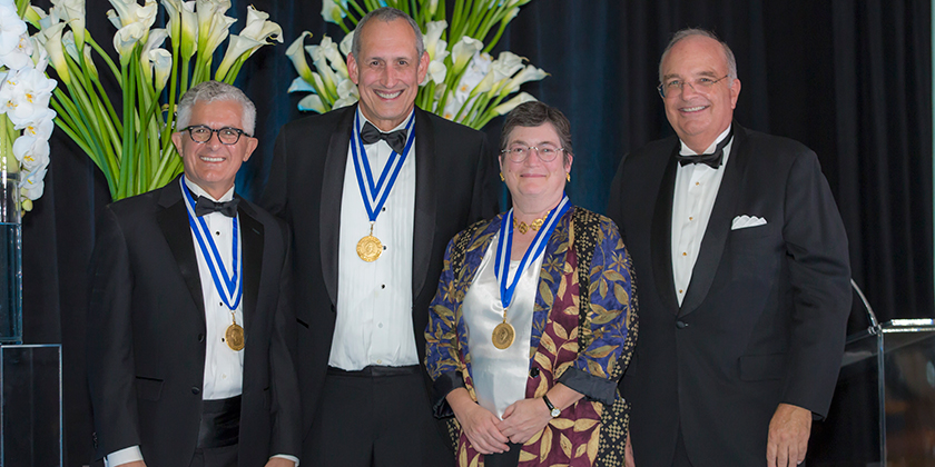 Janet Hering reçoit la distinction «Distinguished Women in Chemistry 2015 Award»