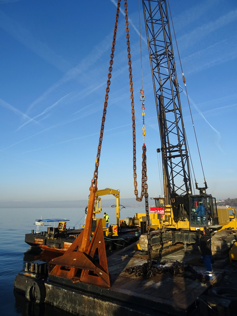 Work during the installation of the platform on Lake Geneva  (Pictures: Natacha Pasche, 18 February 2019 and February 19, 2019
