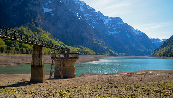 Dry period at the Klöntalersee: dryness and regional water scarcity were a recurring hot topic in the media in summer 2018. (Photo: Pixabay)