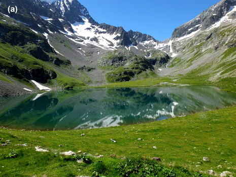 The Lac de la Muzelle lies in the French Alps. In the photo on the left, the lake is clear as glass. Quite a different picture is shown in the right-hand photo, after a storm in summer 2015 had stirred … (Photos: Marie-Elodie Perga und Christine Piot)