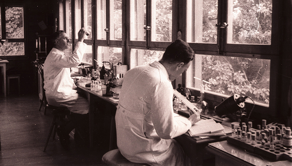 Richard Vollenweider and Heinrich Wolff in the laboratory around 1950