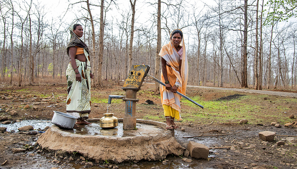 An Indian woman pumps water from a well. But in many areas there is a high likelihood of the groundwater being contaminated with fluoride. (Image: Dipak Shelare / Shutterstock.com)