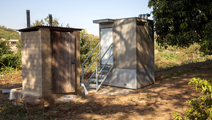 Field testing of the Blue Diversion Autarky toilet next to an existing dry toilet with urine separation (left) in a garden in Durban, South Africa. Photo: Autarky, Eawag