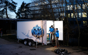 The mobile water laboratory during testing at the Chriesbach stream outside Eawag in Dübendorf. (Photo: Eawag, Aldo Todaro)