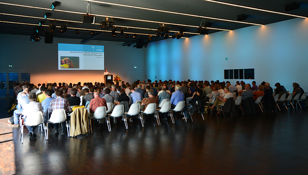 Fig. 1: The diverse demands placed on lakes were reflected by the wide variety of topics discussed at Eawag's Info Day in Lucerne. (Photo: Peter Penicka)