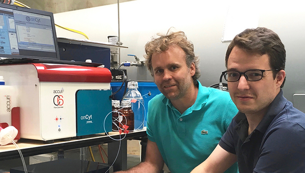 Installation of an automated flow cytometer in a drinking water pumping station in the context of a joined project of Frederik Hammes (Eawag) and Michael Besmer (onCyt Microbiology AG) with a large water utility. (Foto: Frederik Hammes)