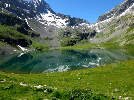 Der Lac de la Muzelle liegt in den französischen Alpen. Auf dem linken Bild ist der See glasklar. Anders auf dem rechten Bild, nachdem ein Sturm im Sommer 2015 das Gewässer aufgewirbelt und getrübt hat. (Bilder: Marie-Elodie Perga und Christine Piot).