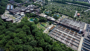 While wastewater treatment essentially represents a barrier to the spread of antibiotic resistance genes, these genes are enriched in relative terms at WWTPs. (Photo: Werdhölzli WWTP)
