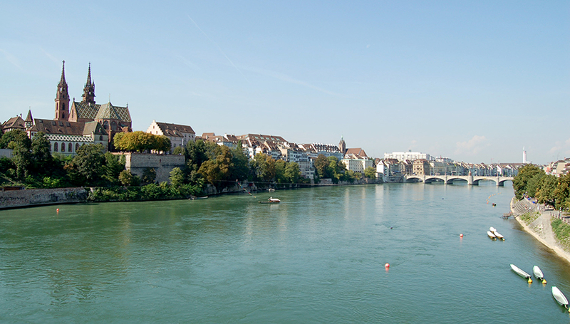 The Rhine serves as a drinking water reservoir for Basel. On transboundary rivers, regulation of water quality poses major challenges. Source: Norbert Aepli