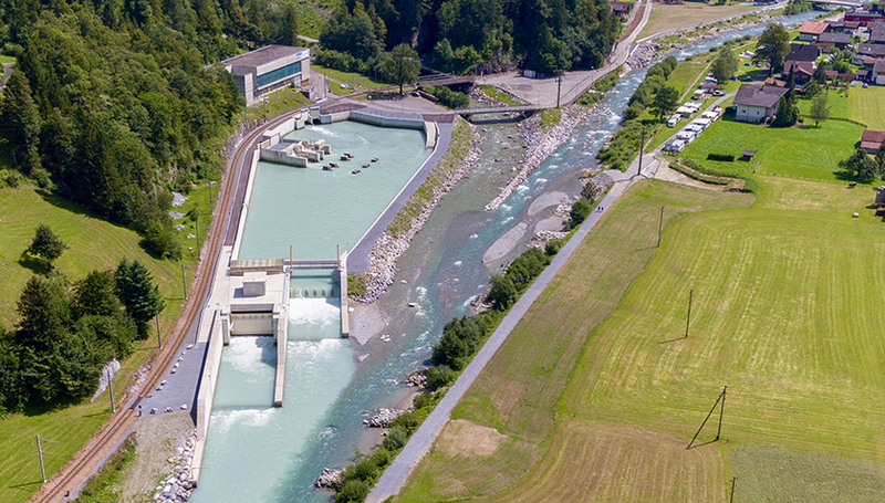 In 2016, the hydropower company Kraftwerke Oberhasli AG opened a retention basin at Innerkirchen to mitigate unnatural discharge fluctuations in the Hasliaare. Photo: Markus Zeh