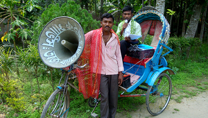 Fig. 1 : Un rickshaw haut-parleur au Bangladesh : un moyen pratique pour inciter la population à changer de comportement. (Photo : Eawag)