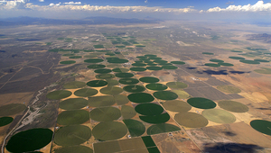 Irrigated fields in the Utah desert. Photo: Aufwind-Luftbilder / Visum